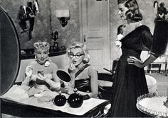 betty-marilyn-at-dressing-table, wish to have my girl friends chatting in my dressing room too!