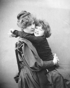 The Cameron Studio, Portrait de Constance et Cyril Wilde, 1889. © Collection Merlin Holland.