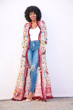 Printed Wrap Maxi Dress + Tank + High Waist Ripped Jeans Super cute - but practical? Fashion Mode, Look Fashion, Fashion Outfits, Womens Fashion, Fashion Basics, Mode Kimono, Ethno Style, Casual Outfits, Cute Outfits