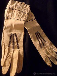 c9t Preciosa pareja de guantes 1890 en piel y cuentas de cristal, de museo!