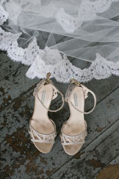 Cinderella's shoes may have been made out of glass, but these stunning #shoes not only #sparkle, they also look really comfy! What a way to walk down the aisle #weddingphotography by @melbarlow. Xoxo @weddingchicks #dmeventsny #wctakeover #wedding