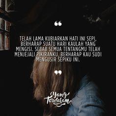 Tak ada lagi tawa dihari-hariku kecuali tentangmu.  Kiriman dari @pernah.ada  #berbagirasa  #yangterdalam  #quote  #poetry  #poet  #poem  #puisi  #sajak