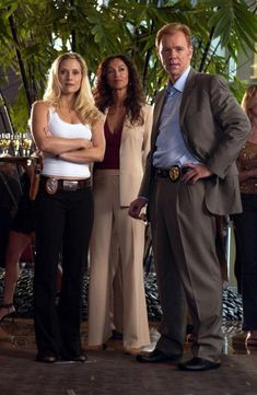 Emily Proctor (left) as Calleigh Duquesne, Sofia Milos (middle) as Yelina Salas, and David Caruso (right) as Horatio Caine CSI: Miami Serie Ncis, Ncis Tv Series, David Caruso, Division Miami, Les Experts Miami, Sofia Milos, Las Vegas, Miami Photos, Tv Girls