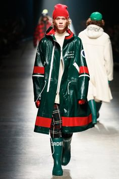 The complete Undercover Fall 2018 Menswear fashion show now on Vogue Runway.