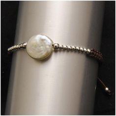 6c8fdb9c37c5 Pulsera con perla moneda natural y línea de bolas de plata. Joyería  Artesanal Personalizada