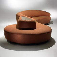 Vladimir Kagan / custom sofa, model < Important Design Session 11 December 2007 < Auctions Deco Furniture, Sofa Furniture, Modern Furniture, Furniture Design, Banquettes, Modern Sofa Designs, Modern Design, Curved Sofa, Custom Sofa