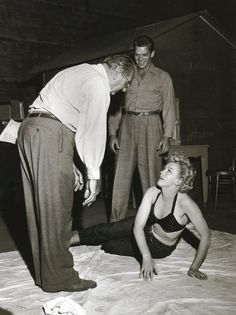 On the set: Fritz Lang and Marilyn Monroe: Clash by Night (1952)