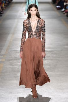 See all the Collection photos from Roberto Cavalli Spring/Summer 2019 Ready-To-Wear now on British Vogue Spring Fashion Outfits, Women's Summer Fashion, Fashion Week, Runway Fashion, Fashion Dresses, Fashion Trends, Womens Fashion, Milan Fashion, Vogue Fashion