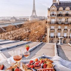 Paris is always a good idea ✨❤❤❤✨ Picture by ✨✨@katie.one✨✨ . #wonderful_places for a feature ❤