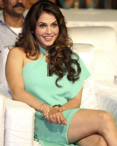 Bollywood actress Isha Koppikar has said she is interested on acting in more South Indian films and is looking forward to more roles down south. All Indian Actress, Indian Actress Gallery, Tamil Actress, Bollywood Actress, Indian Actresses, South Indian Film, Thunder Thighs, South Actress, Indian Movies