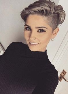 Find here sesnational ideas of pixie haircuts and create it for more cute and sexy hair look in You just need to check out the amazing short haircut for actual beauty nowadays. Pixie Haircut Styles, Pixie Hairstyles, Sport Hairstyles, Pixie Haircuts, Hair Styles, Short Hair Cuts, Pixie Cuts, Bold Fashion, More Cute