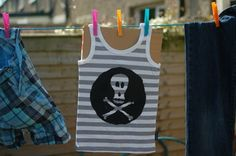 DIY Screen print - customising kids clothes is oh, so easy! Sewing Projects For Kids, Fun Projects, Custom Screen Printing, Athletic Tank Tops, Kids Fashion, Crafty, Easy, How To Make, T Shirt