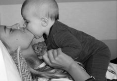 Baby Kiss black and white Family Goals, Family Love, Baby Family, Baby Pictures, Baby Photos, Family Photos, Little People, Little Ones, Cute Kids