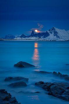 lensblr-network:  Lofoten moonrise photo by schieflicht.tumblr.com