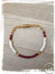 Bracelet de perles rouges et beiges par ByVibi sur Etsy, €15.00