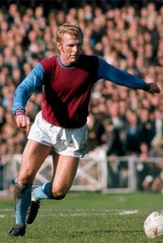 ded7cc2ac6d Bobby Moore of West Ham in