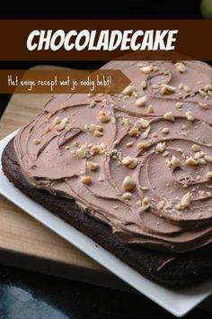 Dit is het aller lekkerste recept voor chocoladecake. En als bonus krijg je natuurlijk ook het lekkerste chocoladeglazuur, want dat hoort er echt bij. Geniet ervan!!