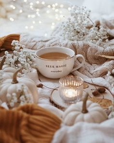 Shared by Maria. Find images and videos about coffee, lights and autumn on We Heart It - the app to get lost in what you love. Cozy Aesthetic, Autumn Aesthetic, Flat Lay Photography, Coffee Photography, Hygge, Coffee Time, Tea Time, Photo Images, Autumn Cozy