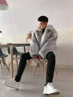 I'am a male FUR LOVER! — Beautiful asian boy wearing his fox fur. Asian Boys, Asian Men, Mens Fur, Fur Jackets, Handsome Anime Guys, Fox Fur Coat, Boys Wear, Good Looking Men, Male Fashion
