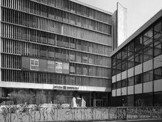 Il fronte principale, rivolto a via Clerici-fotografia di Introini, Marco(2015)