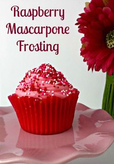 If you're looking for a fun elegant frosting to top your cupcakes, cakes or even cookies, check out this delicious Raspberry Mascarpone Frosting recipe. It's a rich frosting with wonderful fruity flavor. Mascarpone Frosting Recipe, Frosting Recipes, Cupcake Recipes, Cupcake Cakes, Dessert Recipes, Cupcake Flavors, Raspberry Frosting, Fondant Recipes, Gastronomia