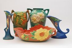 ROSEVILLE POTTERY: SNOWBERRY, BUSHBERRY, PEONY, FUCHSIA, AND PEONY DESIGNS. - The Roseville Pottery Company was established in 1892 in Roseville, Ohio. In 1898, the company moved to Zanesville, Ohio, where they continued pottery production until 1954.