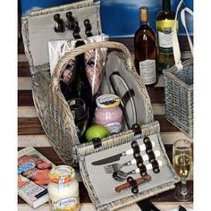 Pregateste un picnic romantic fix in mijlocul sufrageriei si asteapta-ti partenerul cu un cos picnic 2 persoane, Camarad plin cu prajiturele si un vin bun