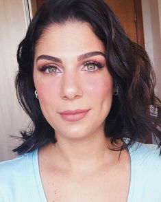 Ingrid Bellaguarda (@ingridbellaguarda) • Fotos e vídeos do Instagram Makeup, Hair, Instagram, Make Up, Ideas, Beauty Makeup, Bronzer Makeup, Strengthen Hair