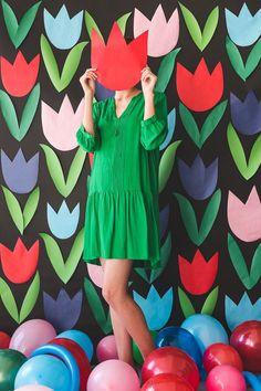 Paper Tulip Backdrop - The House That Lars Built event decor inspiration Papier Tulpe Hintergrund Diy Party Decorations, Paper Decorations, Birthday Decorations, Birthday Table, Diy Birthday, Card Birthday, Birthday Ideas, Party Kulissen, Party Time