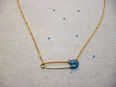 Jade Eclectic: DIY : House of Harlow Inspired Safety Pin Necklace #DIY #Jewelry #Fashion #SafetyPin #Rhinestones #Swarovski #HouseOfHarlow #JadeEclectic #Gold