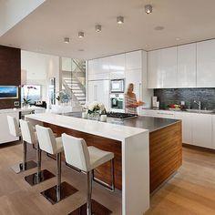 Contemporary Kitchen Design, Pictures, Remodel, Decor and Ideas - page 4... Nos vãos de escada e mezanino recomendo http://www.corrimao-inox.com