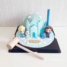 Candy Birthday Cakes, Adult Birthday Cakes, Mini Cakes, Cupcake Cakes, Cupcakes, Chocolate Pinata, Pinata Cake, Chocolate Hearts, Frozen Cake