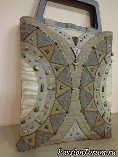 No pattern - pinning for inspiration only Handmade Purses, Handmade Handbags, Patchwork Bags, Quilted Bag, Diy Sac, Boho Bags, Denim Bag, Purse Patterns, Fabric Bags