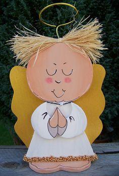 """Holz-Engel aus 1cm starkem Birkensperrholz gesägt. Alle Kanten geschliffen, anschließend mit Acrylfarbe bemalt. Das """"Kleidchen"""" hat unten einen Perlenbesatz, für das Haar wurde Naturbast benutz und..."""