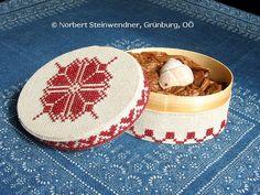 Bestickte Spanschachtel - Ebenseer Kreuzstich - SAGEN.at FOTOGALERIE Cross Stitch, Ethnic Recipes, Pictures, Art History, Crosses, Punto De Cruz, Crossstitch, Needlepoint, Cross Stitches