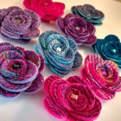 Harris Tweed rose brooches in lots and lots of pretty colours Fabric Flower Brooch, Fabric Flowers, Paper Flowers, Sewing Projects, Felt Projects, Sewing Tips, Harris Tweed Fabric, Felt Cupcakes, Scottish Gifts