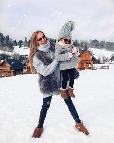 Die Beziehung zwischen Müttern und ihren Töchtern gilt als eine der stärksten unter Menschen. 👩👧 Das geht hier sogar bis zur Auswahl der zueinander passenden Stiefel von EMU Australia. Wir sind ganz entzückt! ❤ Emu, Mini Me, Winter Jackets, Hipster, Style, Fashion, Fur Fashion, Daughter, Boots