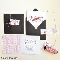 Invitación BODA Cintas y Cerezas. Tarjeta díptica y presentación con hilo blanco y rojo | Wedding invitations cerise