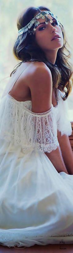 chic bohemian boho style hippy hippie chic bohème vibe gypsy fashion indie folk the . Style Hippy, Gypsy Style, Bohemian Style, 70 Style, Lace Back Wedding Dress, Boho Wedding, Wedding Dresses, Bohemia Wedding, Trendy Wedding