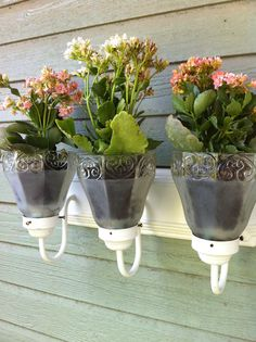 Recycled light fixtures make great flower pots! Recycled light fixtures make great flower pots! Garden Yard Ideas, Garden Crafts, Garden Projects, Globe Projects, Glass Light Globes, Globe Crafts, Recycling, Solar Light Crafts, Pinterest Garden