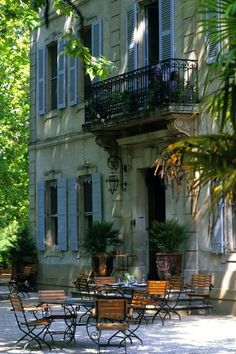 Courtyard, St. Remy de Provence, France just like the film A year in Provence.