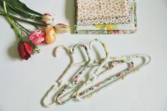 DIY Hangers : DIY Floral Hangers Twin Girls, Little Girls, 2 Boys, Diy Hangers, General Crafts, Vintage Crafts, Diy Tutorial, Craft Projects, Shabby