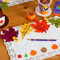 Crafty Thanksgiving idea! Kids can *leaf* a thankful note on their placemat!