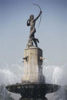 Bronze figure of Diana Cazadora the huntress, by Juan Fernando Olaguebel (1896-1971) in the Paseo de la Reforma, Mexico City...