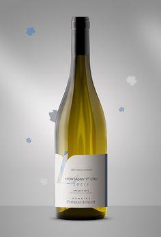 Le Domaine Feuillat-Juillot nous confie la création des étiquettes de sa nouvelle gamme de vins. Voici la cuvée Louis. Wine Bottle Design, Wine Label Design, Wine Bottle Labels, Etiquette Champagne, Wine Art, Bottle Packaging, Design Logo, Design Design, Creations