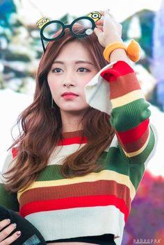 twice ♡ tzuyu Nayeon, Kpop Girl Groups, Korean Girl Groups, Kpop Girls, Extended Play, Asian Woman, Asian Girl, Twice Tzuyu, Chou Tzu Yu