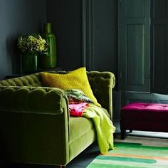 Marvellous green leaf velvet combined with dark green on the walls and other accessories.
