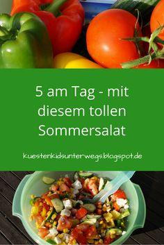 """Mit diesem tollen Sommersalat schafft Ihr locker Eure """"5 am Tag"""" und esst lecker und gesund! Mein bunter Sommersalat ist bei uns bereits ein Klassiker geworden! Wir essen ihn total gern zum Grillen, aber auch einfach so, denn er ist frisch, knackig und bei heißem Wetter genau das Richtige!"""