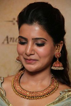 Actress Samantha Ruth Prabhu inaugurated Ancient Secrets Antique Jewellery Exhibition and Sale at Prince Jewellery at Chennai. Jewelry Ads, India Jewelry, Gold Jewelry, Gold Diamond Earrings, Gold Bangles, Gold Necklace, Tassel Earrings, Samantha Images, Samantha Ruth