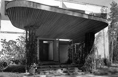 Villa Mairea | 1938-39 | Noormarkku, Finland | Alvar Aalto | photo by Gustaf Welin Alvar Aalto, Concept Architecture, Facade Architecture, Scandinavian Architecture, Bauhaus Style, Facade House, Le Corbusier, Santiago Calatrava, Brutalist